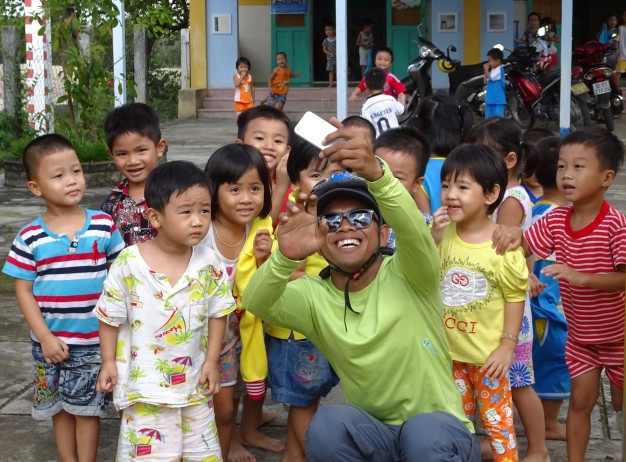 """Same same – but different"" Cham loves children – they love him"
